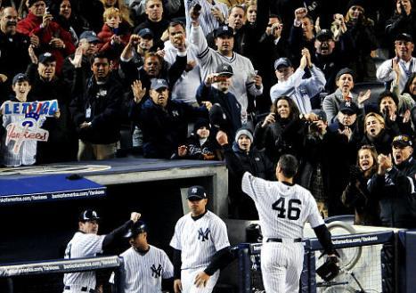 Gli applausi dello Yankee Stadium a Pettitte dopo la sua ottima prestazione in gara 6 delle World Series / Athlon